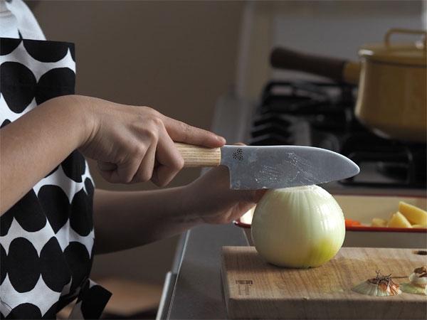 【プロキッチン別注】こどもの包丁、たまねぎが目にしみない切れ味!