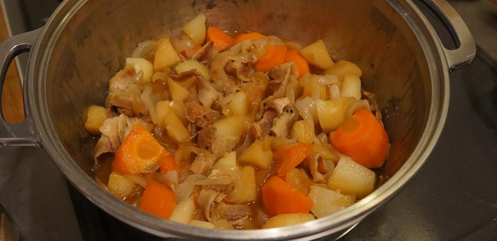 無水鍋使ってみました!~野菜の味が楽しめる肉じゃが~