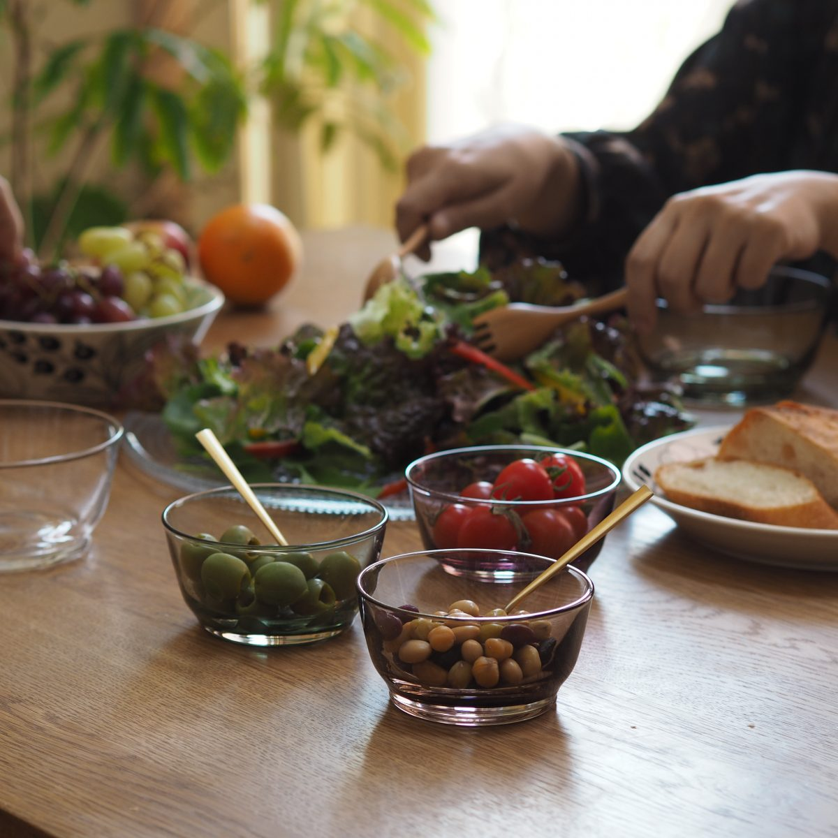 日々の食事に馴染む、定番のガラスのボウル