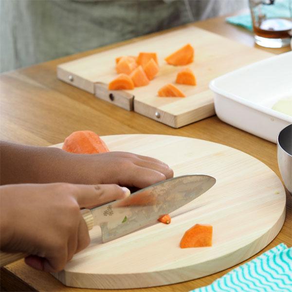 子どもに包丁の使い方を教えましょう